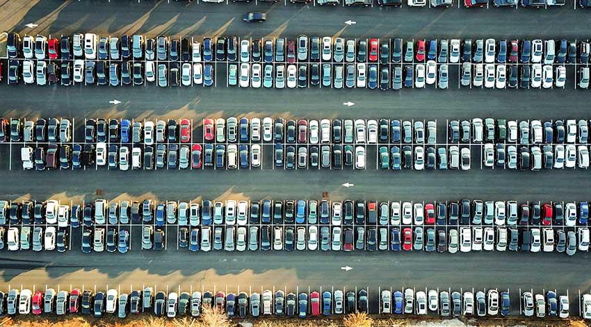 Foto aérea de un parqueo