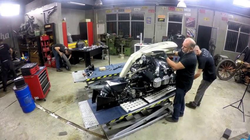 La TMC Dumont en el garage armandose