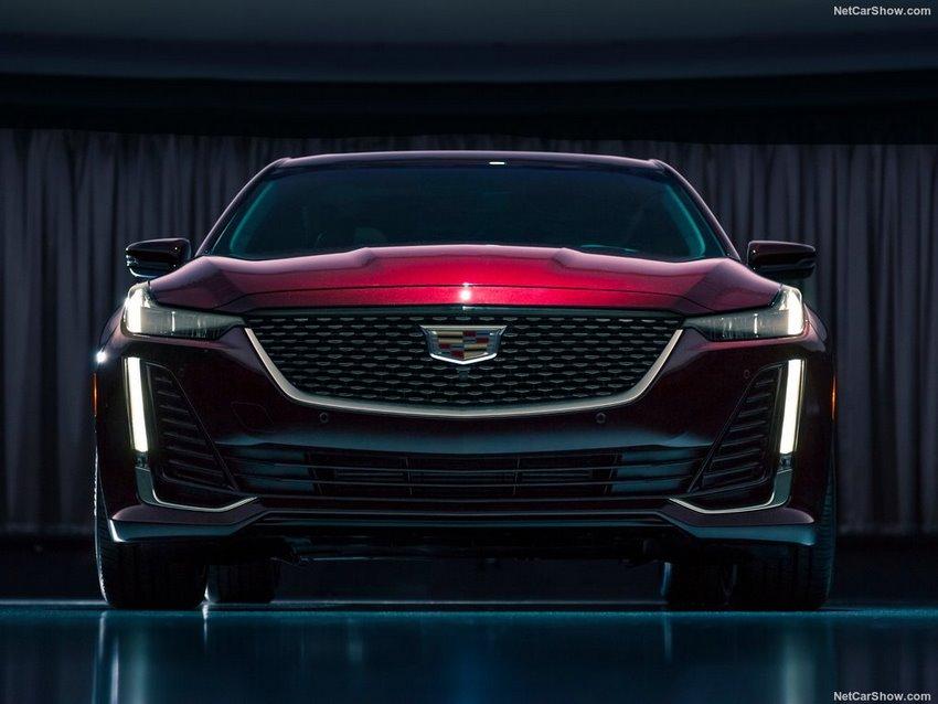 Cadillac CT5 2020, frente