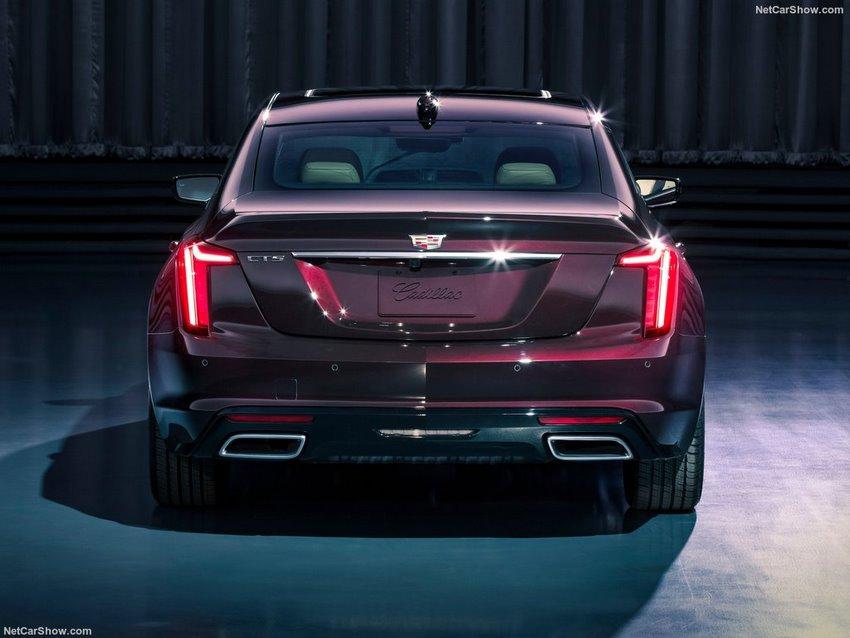 Cadillac CT5 2020, parte trasera