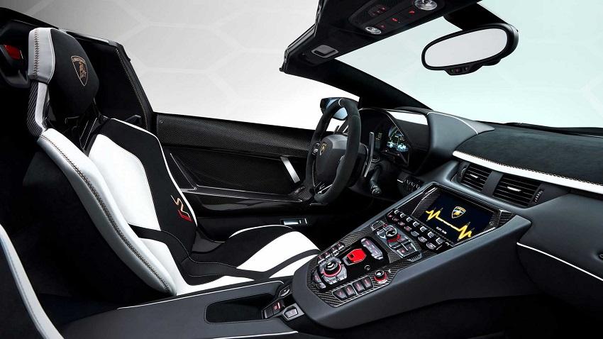 Interior del Lamborghini Aventador SVJ Roadster