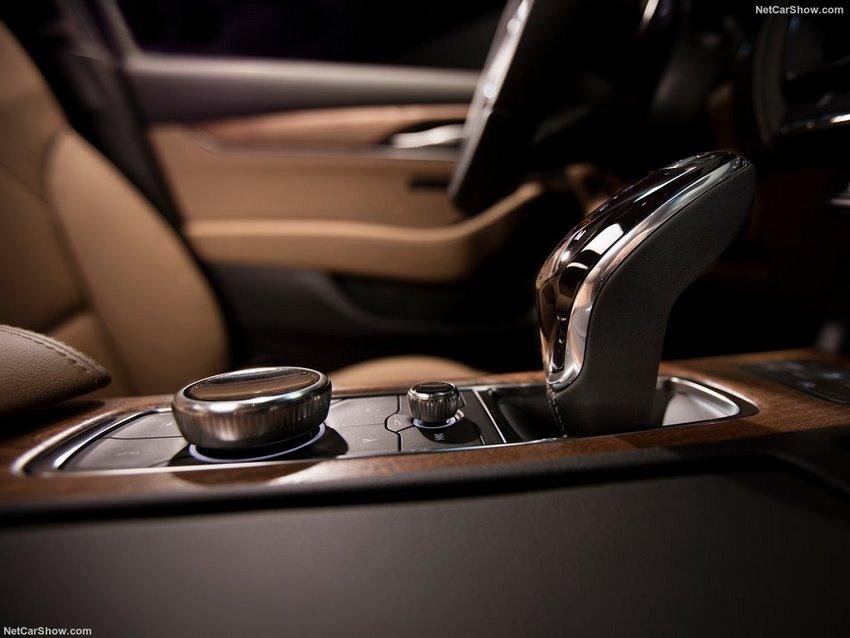 Interior del Cadillac CT5 2020