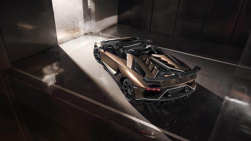 Lamborghini Aventador SVJ Roadster vista aérea y trasera