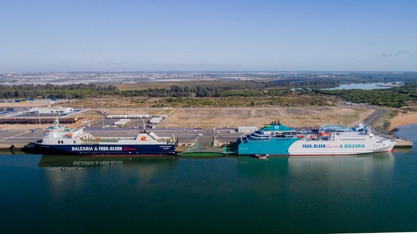 Ferry Nápoles, las navieras Baleària y Fred. Olsen Express incorporan en la ruta entre Huelva y Canarias al Nápoles