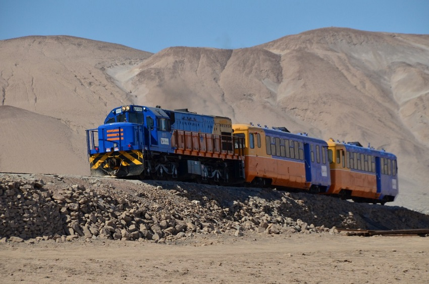 Tren por el altiplano andino chileno
