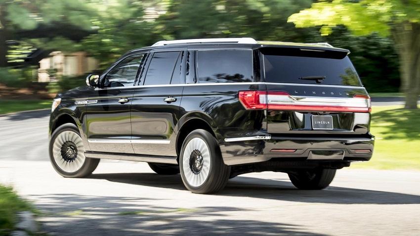 Lincoln Navigator 2019 parte trasera