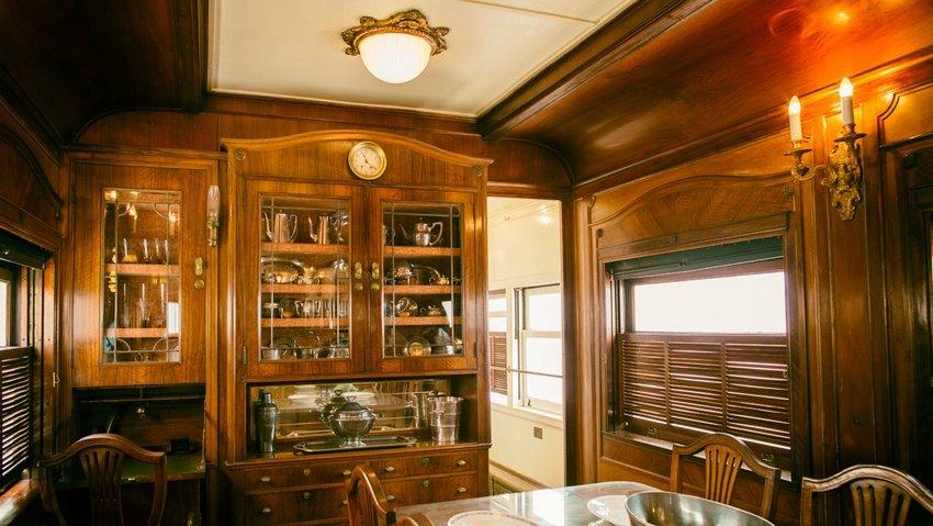 Interior del coche presidencial, el comedor