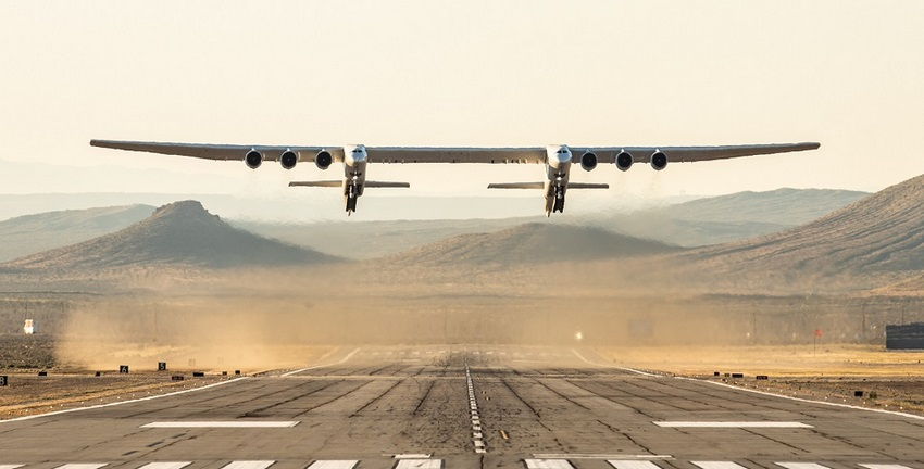 "El Stratolaunch ""ROC"" despega desde la pista de Mojave Air and Space Port en California"