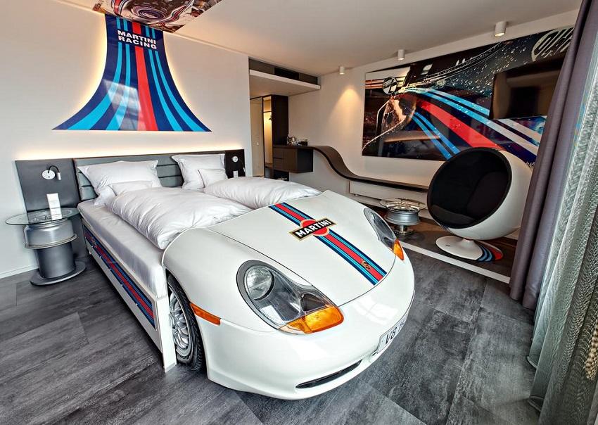En Alemania, V8 Hotel