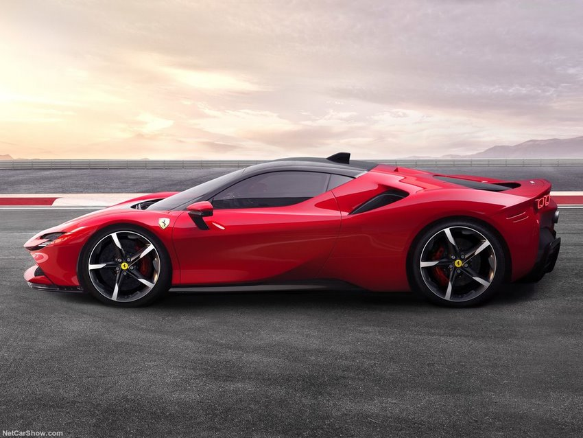 Ferrari SF90 Stradale foto lateral