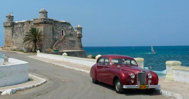 Un jaguar mark vii de 1952 rescatado del olvido luce toda for Cuba motors el paso