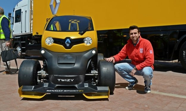 renault twizy renault sport f1 un twizy con kers excelencias del motor. Black Bedroom Furniture Sets. Home Design Ideas